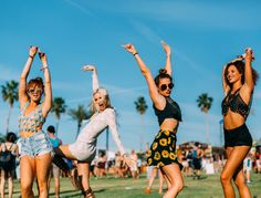 Sick of the cost, pain and after effects of waxing and laser? It may be time to give the next big thing in hair removal a go! Coachella Festival, Festival Outfits, Festival Fashion, Coachella Style, Coachella 2018, Star Wars Outfit, Geek Outfit, Festival Looks, Moda Hippie