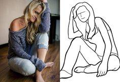 mujer posa con las piernas cruzadas