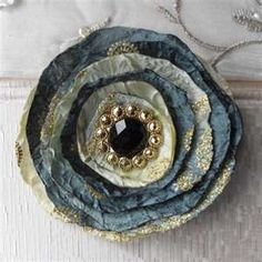 Fabric Brooch. These would be fun to make.