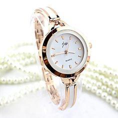 Women's+Round+Dial+Alloy+Fashion+Quartz+Bracelet+Watch+(Assorted+Colors)+–+USD+$+6.99