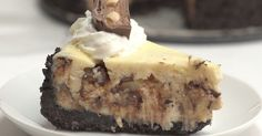 Snickers Caramel Chocolate Cheesecake - use graham cracker crust instead of Oreos! Snickers Cheesecake, Chocolate Cheesecake, Cheesecake Recipes, Dessert Recipes, Simple Cheesecake, Snickers Bar, Chewy Chocolate Chip Cookies, Chocolate Caramels, Homemade Chocolate
