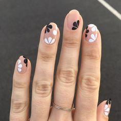 For-Spring-Nail-Design/ modern nails, minimalist nails, cute nails, c Flower Nail Designs, Best Nail Art Designs, Nail Designs Spring, Spring Design, Beauty Nail, Black Nail Art, Black White Nails, Matte Black, Modern Nails