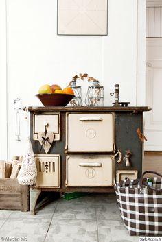puuhella,puuliesi,kynttelikkö,kynttilälyhty,keittiö