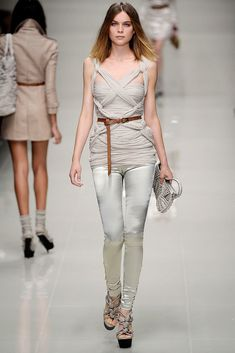 Burberry Spring 2010 Ready-to-Wear Fashion Show - Kim Noorda