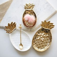 Jewerly storage tray 16 Ideas for 2019 Pineapple Plates, Pineapple Kitchen, Pineapple Ornament, Jewelry Dish, Jewellery Storage, Pineapple Jewelry, Pottery Painting Designs, Pinch Pots, Decoration