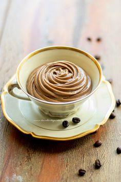Crema pasticcera al caffè, la Ricetta veloce e facilissima! Creme Brulee, Pavlova, Dessert Recipes, Desserts, Tasty Dishes, Biscotti, Sweet Recipes, Mousse, Spoon