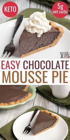 Easy Keto Chocolate Mousse Pie Easy keto chocolate mousse pie is a rich keto chocolate pie made with dark cocoa. Use any no bake pie crust or pair it with the peanut butter crust shown made with peanut flour. Low Carb Cheesecake, Cheesecake Recipes, Dessert Recipes, Sushi Recipes, Cookie Recipes, Dinner Recipes, Keto Chocolate Mousse, Chocolate Pies, Chocolate Moose