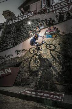 #LL @LUFELIVE #Mountainbiking Valparaiso Urban Downhill