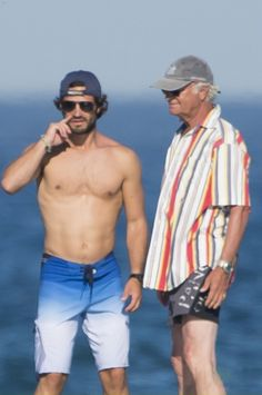 Royal Family Around the World: The Swedish Royal Family on holidays in Sainte Maxime, France on August Prince Carl Philip and King Carl Gustaf of Sweden Victoria Prince, Princess Victoria, Prince Daniel, Prince Philip, Prinz Carl Philip, Royal Monarchy, Photos Of Prince, Swedish Royalty, Beautiful Men Faces