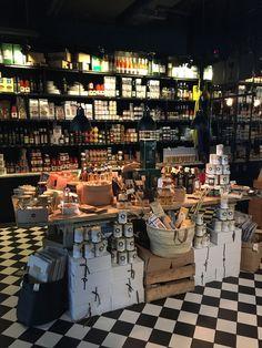 Decoration Restaurant, Bakery Decor, Easy Braid Styles, Deli Shop, Zero Waste Store, Food Retail, Shop Counter, Cheese Shop, Butcher Shop