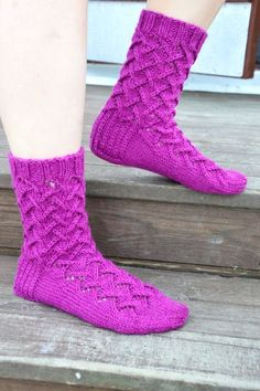 KARDEMUMMAN TALO: Tuttavuus FB:stä - Sirkka Knitting Charts, Knitting Socks, Knit Socks, Boot Cuffs, Knit Crochet, Sewing, Boots, Crocheting, Crafts