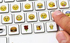 Emoji marketing: emozionare gli utenti con emoticons personalizzate L'Emoji marketing tende a voler colpire il potenziale cliente coinvolgendolo sul piano delle emozioni. Lo fanno già Coca Cola, Burger King, Foot Loocker ed altri marchi a livello mondiale. Gli esempi #emojimarketing