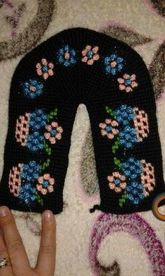 This Pin was discovered by Iğn Tunisian Crochet, Crochet Slippers, Diy And Crafts, Crochet Patterns, Cross Stitch, Knitting, Ankara, Style Inspiration, Ideas