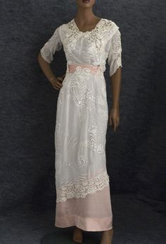 Hand-Embroidered Tea Dress Trimmed With Irish Crochet, 1910 Imagine wearing this to a sunny outside tea on the lawn of an English estate. Edwardian Clothing, Edwardian Dress, Antique Clothing, Edwardian Fashion, Vintage Fashion, Edwardian Era, 1920s Dress, Fashion 1920s, Fashion Fashion