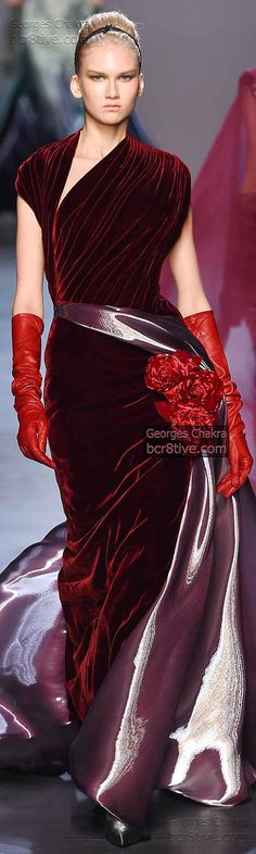 Georges Chakra Fall 2014 Couture is filled with dazzling formal dresses and evening gowns that are embellished with copious beads and sequins Red Fashion, Couture Fashion, High Fashion, Georges Chakra, Couture Collection, Beautiful Gowns, Ball Gowns, Evening Dresses, Dress Up