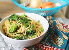 RealFood24 : Garlic Ginger Noodles with Broccoli