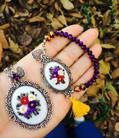 Etamin kolye bileklik.... Embroidery Jewelry, Ribbon Embroidery, Embroidery Flowers Pattern, Flower Patterns, Handmade Accessories, Handmade Jewelry, Gemstone Rings, Cross Stitch, Bracelets