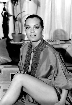 Romy in den Siebzigern Romy Schneider, Old Hollywood Movies, Hollywood Actresses, Actors & Actresses, Divas, French Movies, Cinema, Alain Delon, French Actress