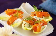 Recept snittar och tilltugg till nyår   Allas Recept Snack Recipes, Snacks, Hors D'oeuvres, Tapas, Caprese Salad, Starters, Food Art, Entrees, Recipies