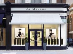 love the front of this store, very chic and stylish