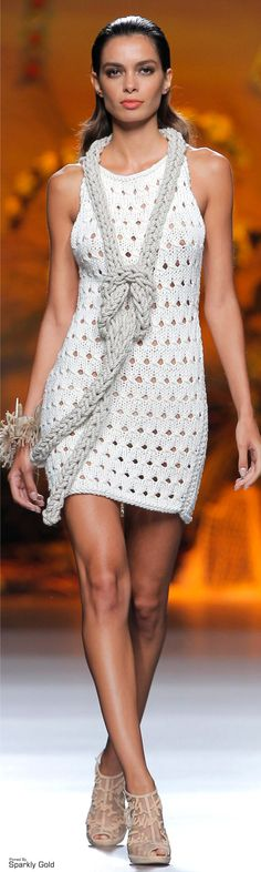 Francis Montesinos S/S 2015 Like the dress but not so much the scarf.