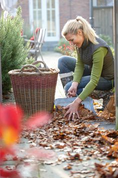 Putting the Garden to Bed for Winter - Gardening - Mother Earth Living