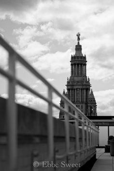 railing --> building