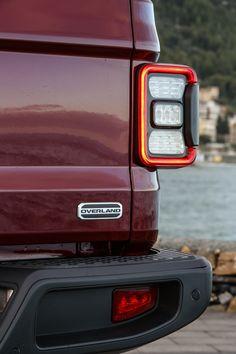 Das neue Modell markiert die Rückkehr der Marke in das Pickup-Segment und kommt zu den Feierlichkeiten des 80-jährigen Jubiläums von Jeep® zu den europäischen Händlern. Jeep Gladiator, Apple Watch, City, Gallery, Autos, Gladiators, Celebrations, Scale Model, Roof Rack