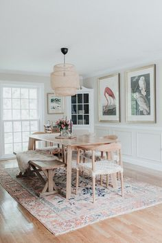Get inspired by these dining room decor ideas! From dining room furniture ideas, dining room lighting inspirations and the best dining room decor inspirations, you'll find everything here! Boho Dining Room, Bohemian Dining Room, Dining Room Design, Dining Room Furniture, Dining Room Rug, Dining Room Small, Dining Room Lighting, Home Decor, Dining Room Walls