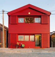 This two-storey wooden house is characterized by a bright red facade, … - Haus Design Wooden House, Contemporary Architecture, Exterior, Bright, House Styles, Ideas, Academia, Outdoor Decor, Home Decor