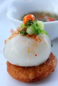 BÁNH ÍT KẸP BÁNH RAM .....  Small stuffed glutinous rice flour balls .........
