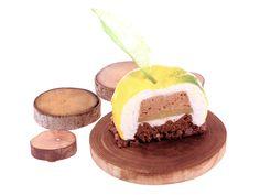 Yuzu à l'aube  · Feuille de caramel de yuzu de kôchi · Mousse de yuzu de Kôchi · Mousse légère à la noisette de Reus A.O.P. · Compote de yuzu de Kôchi · Biscuit au chocolat 70 % de cacao du Venezuela, à la vapeur · Croustillant à la noisette de Reus D.O.P. et au chocolat 70 % de cacao du Venezuela #patisserie #pastry #pasteleria #sweet #gourmandes #gourmet #cake #chocolat #recipe #recette #receta