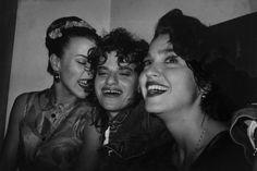 Debi Sandy and Madonna at a party for graffiti artist Futura 2000 at Philippe Briet Gallery circa 1988 . Madonna Looks, Lady Madonna, Madonna 80s, Madonna Like A Prayer, Sandra Bernhard, Madonna Albums, Debi Mazar, Latest Hip Hop, Beastie Boys