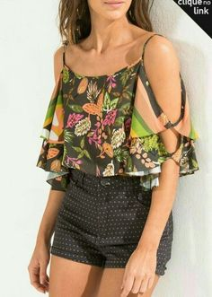 Outfits ideas & inspiration : Today as you can see in the title of the post I want to share with our readers who love fashion, the best patterned blouse designs They are an excellent Boho Fashion, Fashion Outfits, Womens Fashion, Fashion Trends, Bohemian Mode, Estilo Boho, Printed Blouse, Blouse Designs, Ideias Fashion