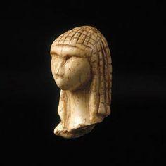 Dame  de brassempouy - musée archéologique de saint-germain en laye - ne pas oublier de prendre rendez-vous pour visiter aussi la collection PIETTE où se trouve la dame (la vénus de brassempouy correspond à une autre statuette que l'on voit aussi)