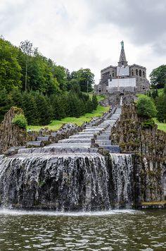 Wasserspiele im Schlosspark Wilhelmshöhe / Trick fountains in the Palace Gardens at Wilhelmshoehe, Kassel, Germany