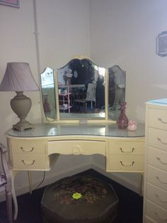 Kidney shaped dressing table x