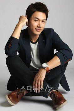 صور النجم Jun Ji Hoo