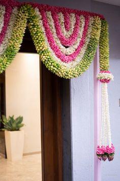 Door Hanging Decorations, Diwali Decorations At Home, Wedding Stage Decorations, Backdrop Decorations, Festival Decorations, Home Flower Decor, Flower Garland Wedding, Housewarming Decorations, Traditional Wedding Decor