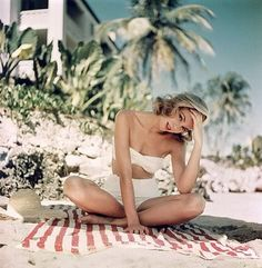 Grace Kelly - 1955 - Photographed by Howell Conant in Montego Bay, Jamaica. vintage Hollywood Icons, Grace Kelly in white, retro style high waist bikini. Princess Grace of Monocco Hollywood Glamour, Classic Hollywood, Old Hollywood, Hollywood Beach, Hollywood Stars, Hollywood Actresses, Vintage Bikini, Vintage Swimsuits, Divas