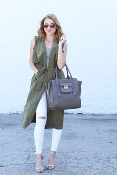 A classic fall staple revamped for a modern touch, this army green sleeveless trench coat is our newest must-have. Vest Outfits, Outfit Jeans, Fall Outfits, Casual Outfits, Fashion Outfits, Womens Fashion, Sleeveless Trench Coat, Mode Kimono, Green Vest