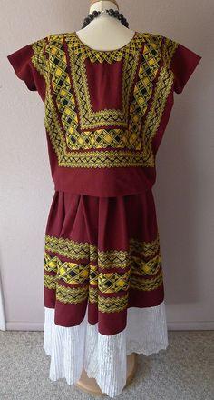 RESERVE Classic embroidered Tehuana cadinella por LivingTextiles