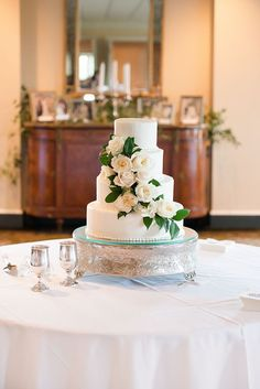 classic rose wedding cake | Holland Williams