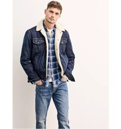 Stefan Pollmann doubles down on denim wearing indigo hues from Gap. Gap Outfits, Cool Outfits, Denim Jacket Men, Men's Denim, Denim Style, Denim Jackets, Mens Outdoor Jackets, Holiday Fashion, Holiday Style