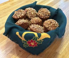 APPLE CRANBERRY MUFFINS WITH PECAN STREUSEL http://anastasiapollack.blogspot.com/2018/01/cooking-with-cloris-apple-cranberry.html