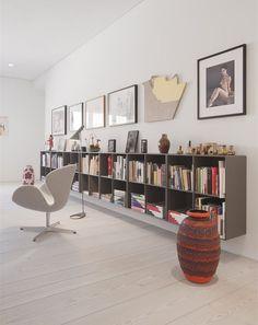 Kunst & Innenarchitektur: Galerie Mikael Andersen in Berlin - swedish pins Living Area, Living Spaces, Living Room, Montana Furniture, Low Bookshelves, Casa Retro, Piece A Vivre, Interior Decorating, Interior Design
