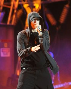 Marshall Mathers performing.  He looks awesome.  His style is crazy-cool.  Crazy!