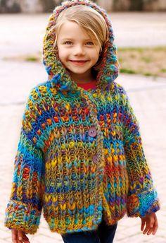Equidistante Triada Crochet Girls, Crochet For Kids, Crochet Baby, Knit Crochet, Baby Knitting Patterns, Baby Patterns, Pull Bebe, Diy Crafts Crochet, Kids Poncho