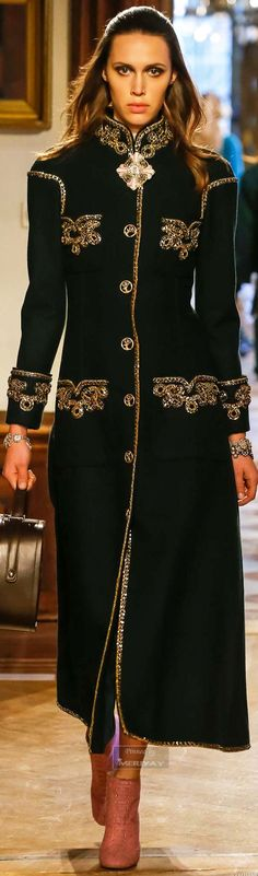 Chanel Pre-Fall 2015 ♔THD♔ even though those pockets look like fancy boobs Chanel Fashion, Runway Fashion, High Fashion, Winter Fashion, Fashion Show, Womens Fashion, Fashion Design, Fashion 2018, Fashion Weeks