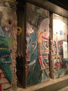 BERLINer Mauer (Westseite) nach dem Mauerfall 1989, vor dem Abriss; Berlin Wall,, Germany